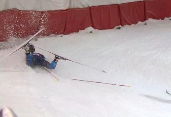 """Падения лыжников и биатлонистов на крутом повороте лыжной трассы стадиона """"Лаура"""" на Олимпиаде в Сочи"""