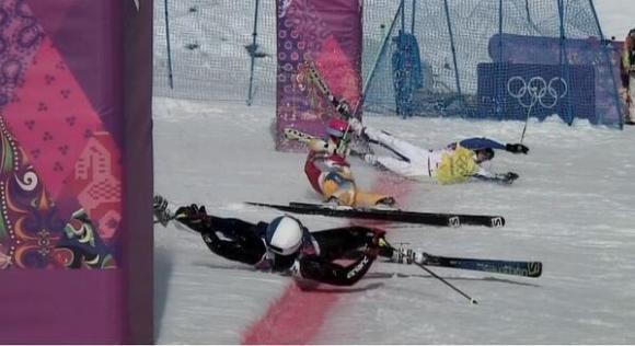 Тройной фотофиниш мужского ски-кросса после падения